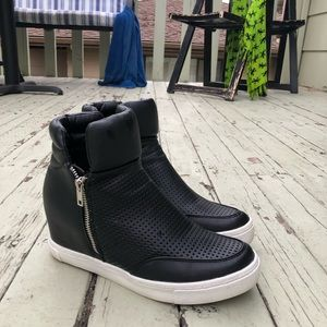 Steve Madden Shoes - Steve Madden lander high top wedge sneaker